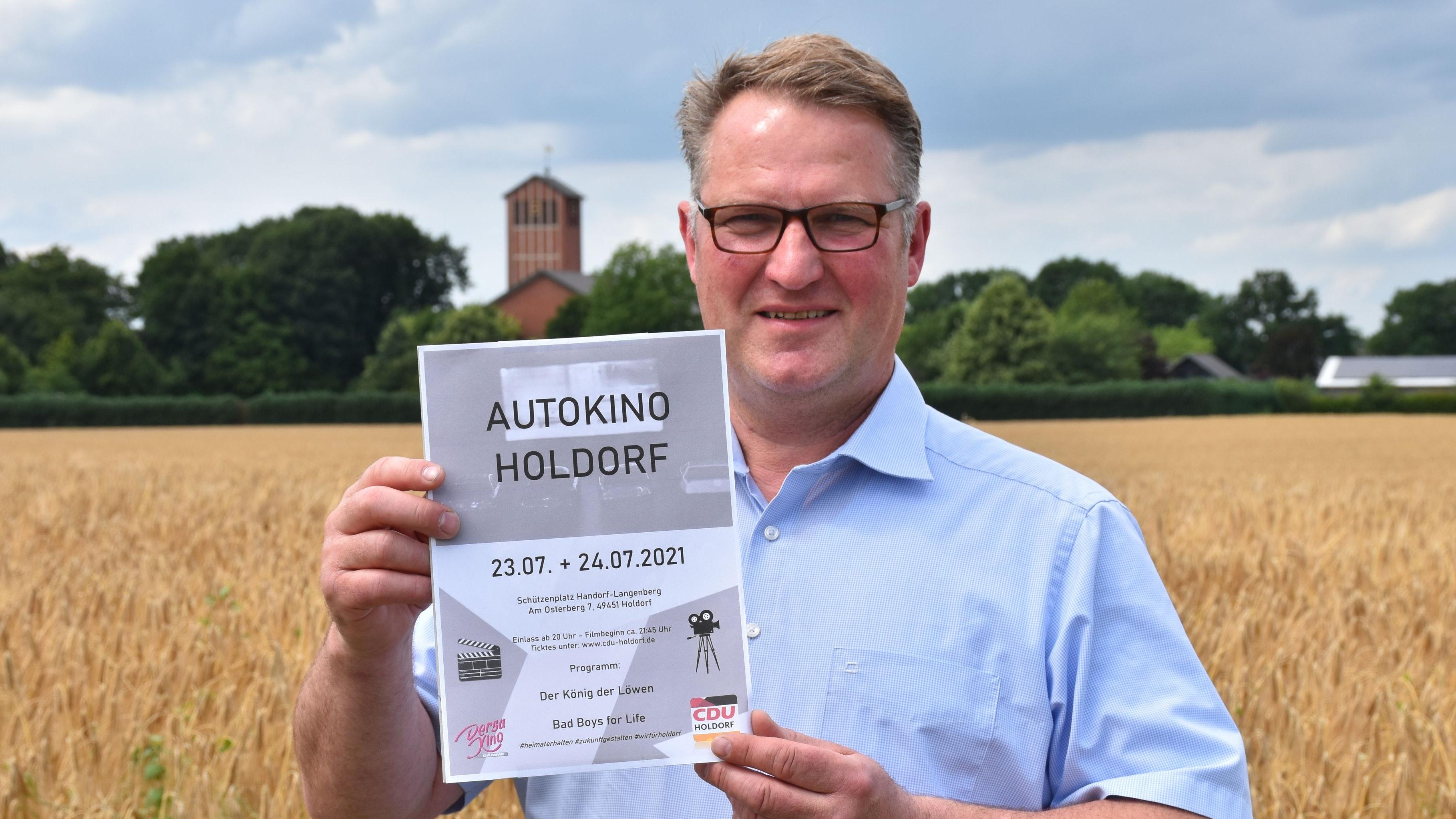 Freut sich auf das Event: Markus Meyer organisiert die Veranstaltung mit Dirk Schwertmann. Die Autos haben auf der Ackerfläche zwischen Schützenplatz und Kirche Platz. Foto: Böckmann
