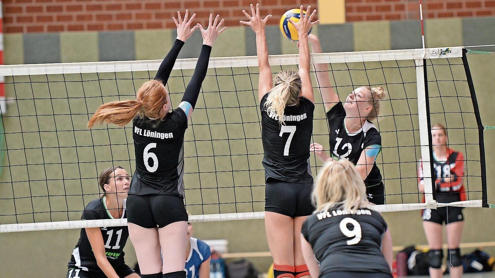 Derbyzeit: Die Volleyballerinnen des SV Cappeln (im Angriff) und des VfL Löningen treten in der kommenden Saison beide in der Verbandsliga 1 an und treffen damit in zwei Punktspielen aufeinander. Foto: Langosch