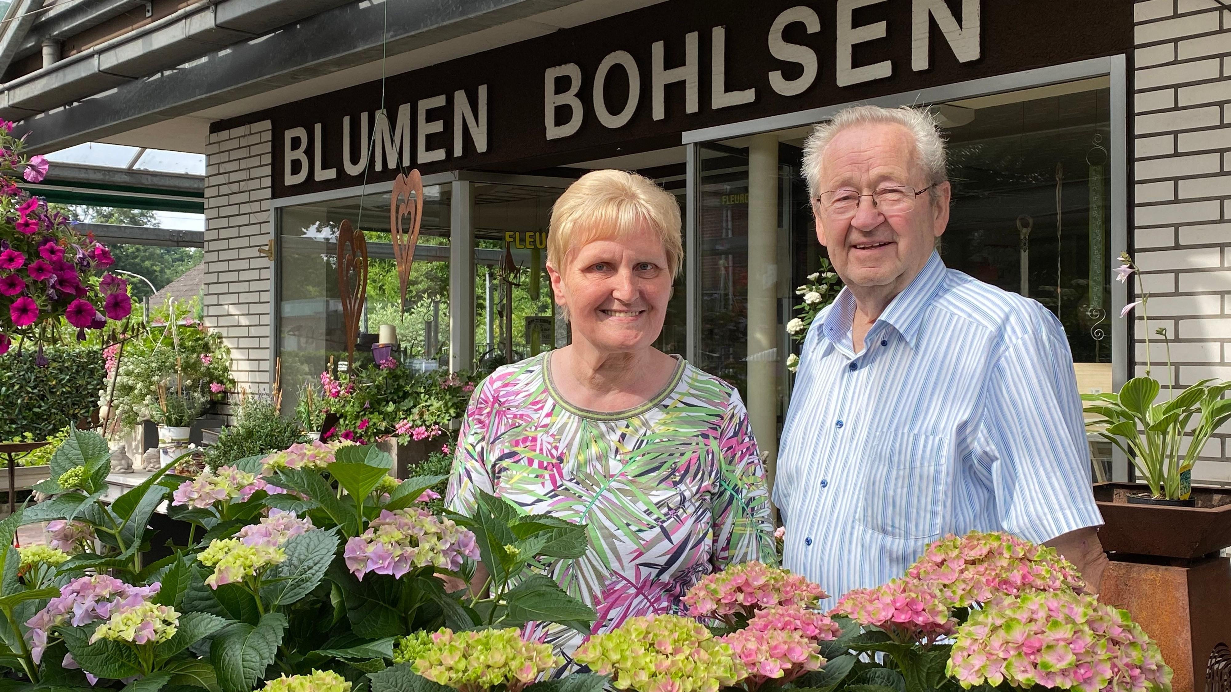Gingen vor 52 Jahren in die Selbstständigkeit: Maria und Hermann Bohlsen eröffneten 1969 ihr Geschäft an der Markhauser Hauptstraße, das sie stetig erweiterten. Ende Juli drehen die beiden nun den Schlüssel herum. Foto: Wimberg